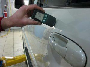 Проверка слоя краски на авто